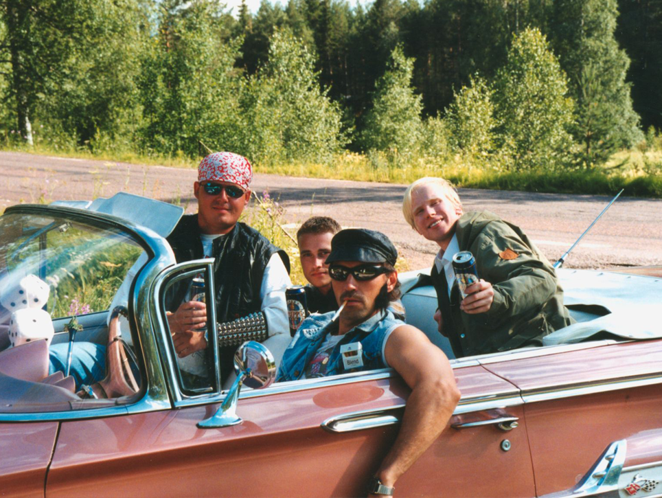 Jonas Rexefjord, Niklas Masser och Robert Olsson är ungdomarna. Anders Wesström är även raggare i filmen